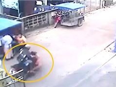 Clip: Phóng tốc độ, xe máy gây tai nạn thương tâm cho bé gái