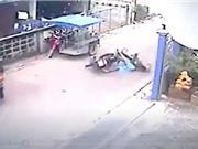 CLIP HOT NGÀY 27/9: Taxi gây tai nạn khi chạy ẩu, ôtô bị xe tải kéo lê trên đường