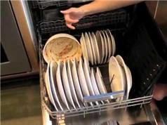 Thử nghiệm chứng minh dùng máy rửa bát tiết kiệm hơn rửa bằng tay