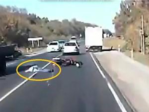 CLIP HOT NGÀY 28/9: Tử nạn vì vượt ẩu, chết thảm khi ngủ trên xe máy