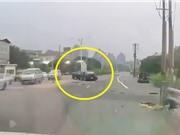 Clip: Xe Mazda 3 gây tai nạn kinh hoàng vì tài xế vượt ẩu