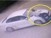 Clip: Nữ tài xế tông người đi bộ, lao xe thẳng vào ngân hàng