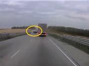 Clip: Hai chiếc Lada đấu đầu nhau khiến 3 người thiệt mạng