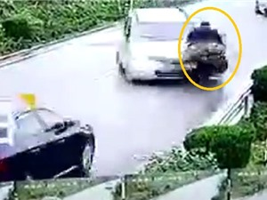 Clip: Chiếc van mất lái, gây tai nạn liên hoàn
