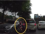 Clip: Chạy xe máy lấn làn, người mẹ suýt ân hận cả đời