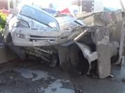 Clip: Xe trộn bê tông bị lật khiến 2 người chết, 4 người bị thương