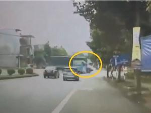 Clip: Xe tải kéo lê xe khách ở ngã tư Việt Trì, Phú Thọ