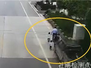 Clip: Chiếc bán tải gây tai nạn thảm khốc khiến 4 người tử vong