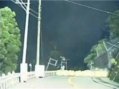 Clip: Sạt trượt khủng khiếp trong đêm tại Nhật