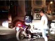 Clip: Biker tử vong sau cú đâm trời giáng vào xe container