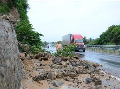 Một số vụ trượt lở đất từng gây tắc nghẽn  trên quốc lộ 1A