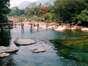 Kinh ngạc trước vẻ đẹp của suối Nước Moọc