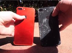 Clip: iPhone 8 Plus đọ độ bền với iPhone 7 Plus