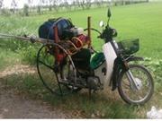 Máy phun thuốc điều khiển từ xa trên xe máy