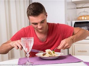 Nguy hại không ngờ khi thường xuyên ăn cơm một mình