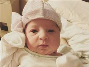 """Bé gái chào đời sau 24 năm """"ngủ đông"""""""