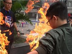 Trải nghiệm Bàn tay cháy, đèn giao thông đổi màu tại trường Chuyên Hà Nội–Amsterdam