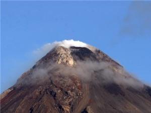 Núi lửa Mayon có thể phun trào nguy hiểm trong vài ngày tới