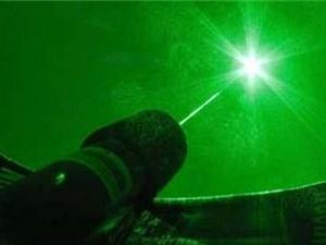 Máy laser công suất 100 triệu tỷ watt có thể xé rách chân không
