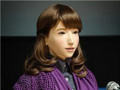 Nhật Bản: Robot giống hệt con người làm MC trên truyền hình