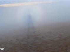'Bóng ma' phát sáng đi giữa những đám mây ở Pháp