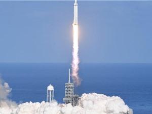 Space X phóng thành công tên lửa mạnh nhất thế giới Falcon Heavy vào vũ trụ