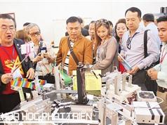 """PGS-TS Huỳnh Thành Đạt: Sở hữu những """"kỹ năng làm người"""" để không bị robot thay thế"""