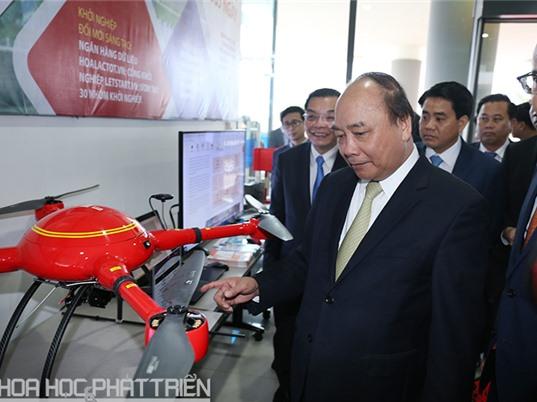 Thủ tướng trực tiếp trải nghiệm nhiều công nghệ mới tại Khu CNC Hòa Lạc