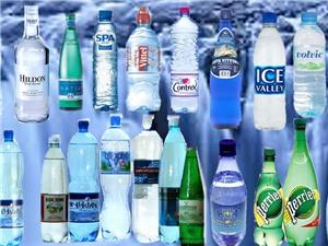 Các vi hạt nhựa trong nước uống đóng chai có an toàn?