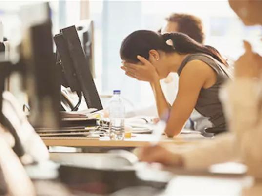 Ngồi ở bàn làm việc cả ngày có thể gây tổn thương não và mất trí nhớ
