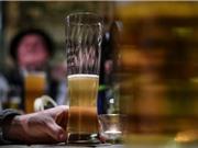 Uống rượu làm tăng vi khuẩn có hại trong miệng