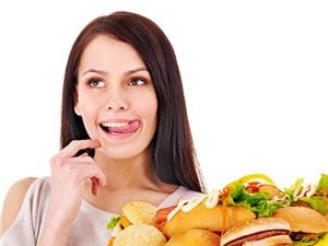 Phụ nữ ăn nhiều thức ăn nhanh dễ vô sinh gấp đôi bình thường