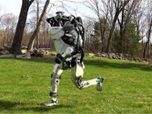 [Video] Robot mô phỏng người chạy bộ trong công viên