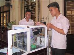 Hai học sinh chế tạo thành công robot thí nghiệm hóa học