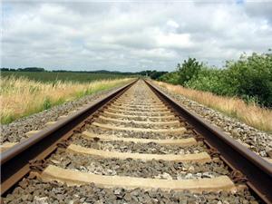 Tại sao lại rải các viên đá trên đường ray xe lửa?