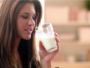 Giảm đột quỵ nhờ…uống sữa béo