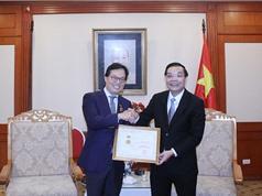 Bộ Khoa học và Công nghệ trao Kỷ niệm chương vì sự nghiệp khoa học và công nghệ cho Đại sứ Dương Chí Dũng