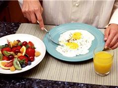 Ăn sáng muộn hơn, ăn tối sớm hơn có thể giúp giảm cân