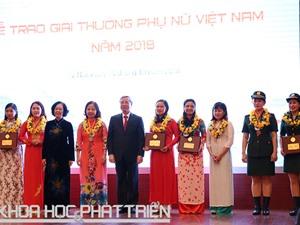Hai nhà khoa học nhận Giải thưởng Phụ nữ Việt Nam 2018