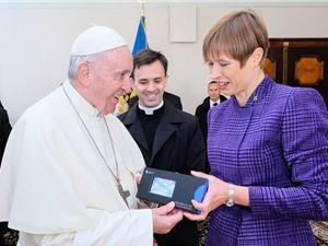 Giáo hoàng trở thành công dân điện tử