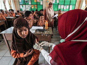 Vaccine gặp rào cản tôn giáo