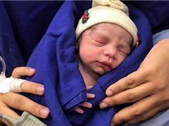 Em bé đầu tiên sinh ra từ tử cung hiến tặng của người đã chết