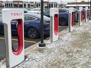 Thời tiết quá lạnh, người dùng xe hơi điện Tesla tại Mỹ méo mặt