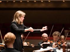 Deutsche Grammophon lần đầu ký hợp đồng với nhạc trưởng nữ