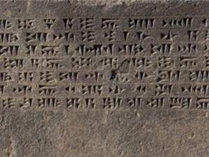 Bảng chữ cái và các ngôn ngữ viết cổ xưa nhất thế giới đã được hình thành từ khi nào?