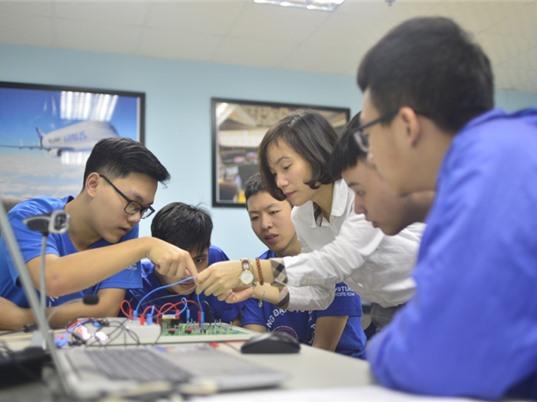 Giờ thực hành ở PTN Hàng không đầu tiên trong trường đại học Việt Nam