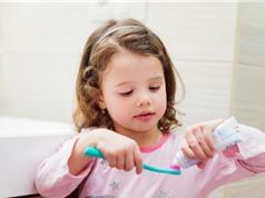 Trẻ em không nên dùng quá nhiều kem đánh răng