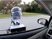 [Video] Robot cảnh sát tấp xe vào lề đường