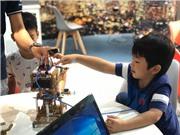 Trẻ em tham quan IoT Innovation Hub đầu tiên tại Việt Nam