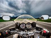 Sét đánh chết người chạy môtô: Vì sao lốp xe cao su cũng vô dụng?